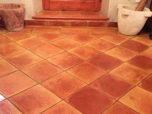 baldosas-cuadradas-baldosas-de-barro-cocido-suelos-de-barro