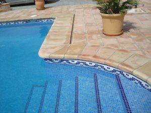 coronacion-piscinas-coronacion-para-piscinas-baldosas-de-barro-suelos-de-barro