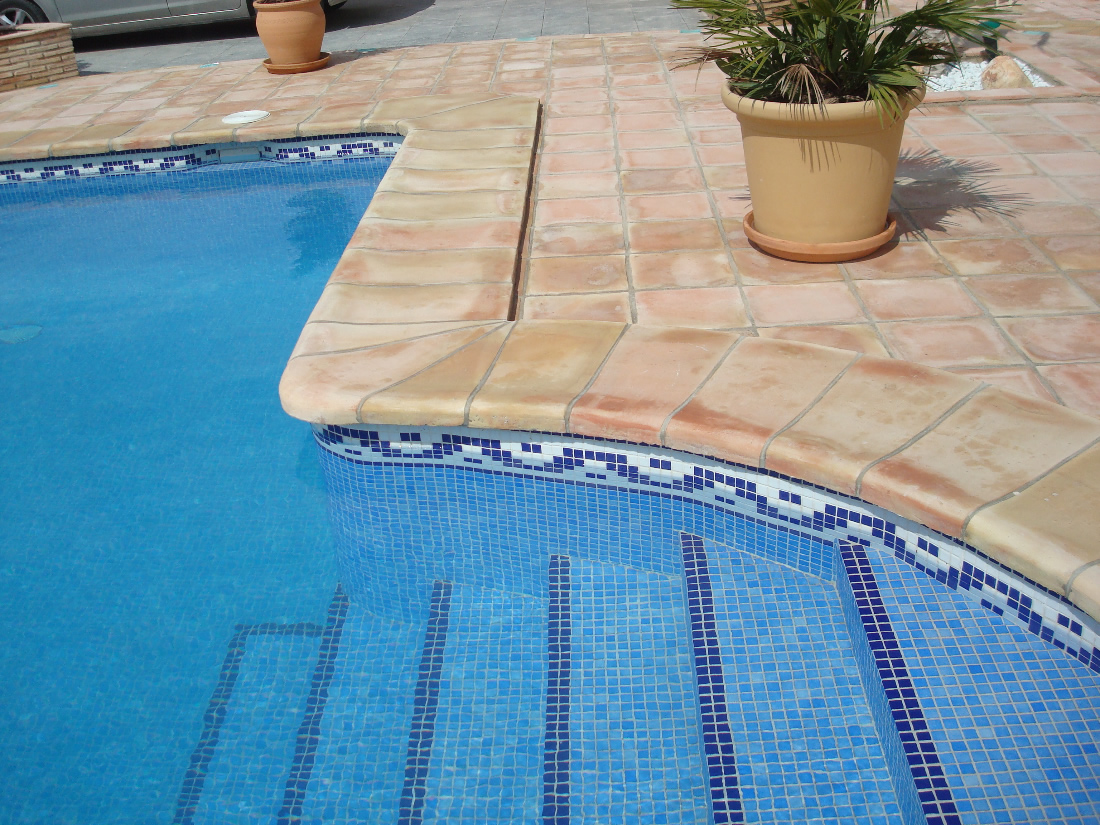 Coronacion piscinas coronacion para piscinas baldosas de for Piscinas plastico duro