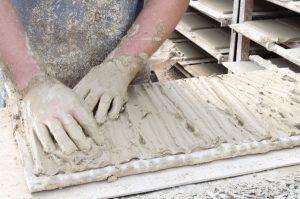ladrillos-de-barro-cocido-elaboracion-manual-ladrillos-hechos-a-mano-blas-aleman