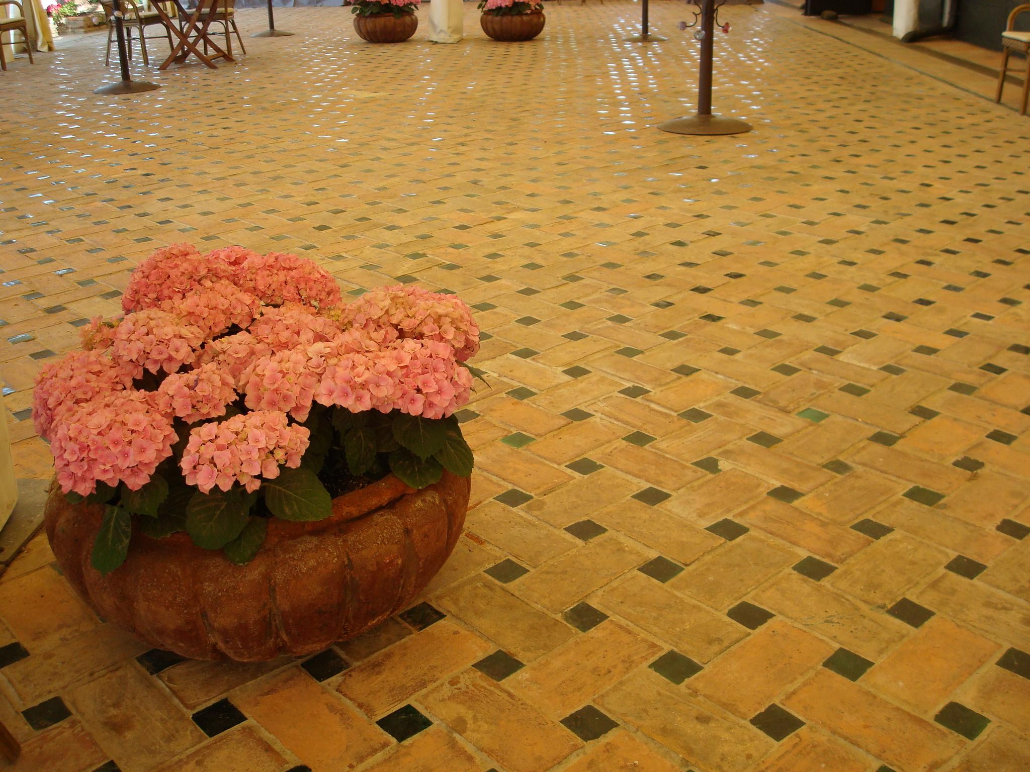 baldosas-de-barro-cocido-baldosas-hechas-a-mano-fabricacion-a-mano-suelos-de-terracota-baldosas-de-terracota